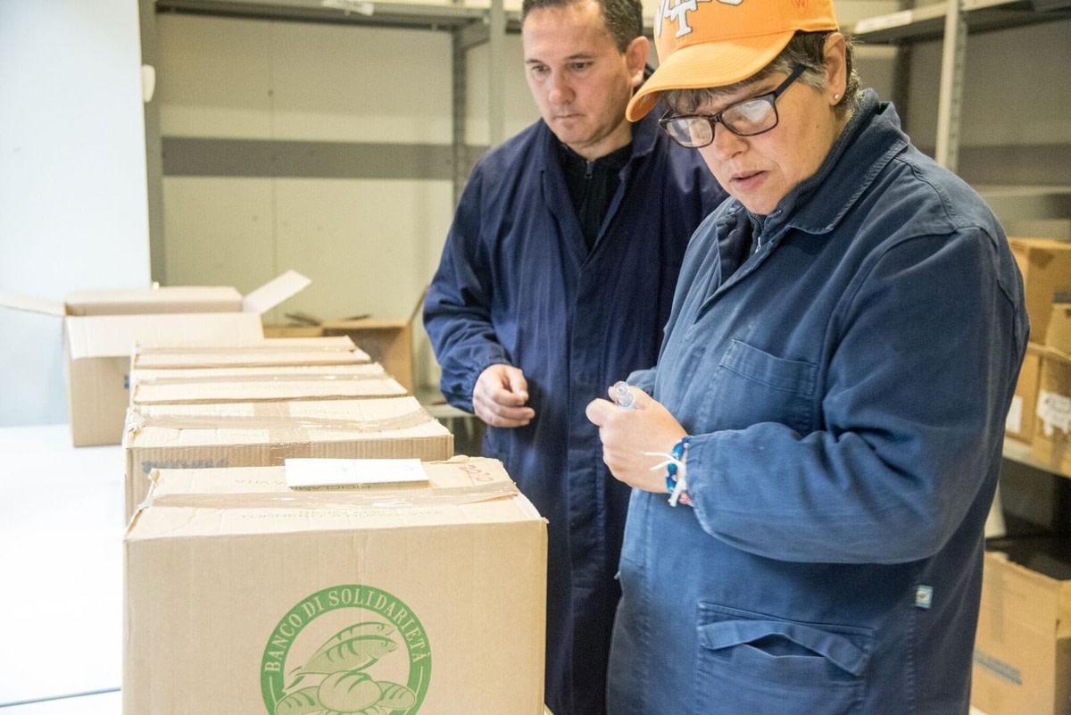 Raccolta di prodotti secchi e freschi in provincia di Como