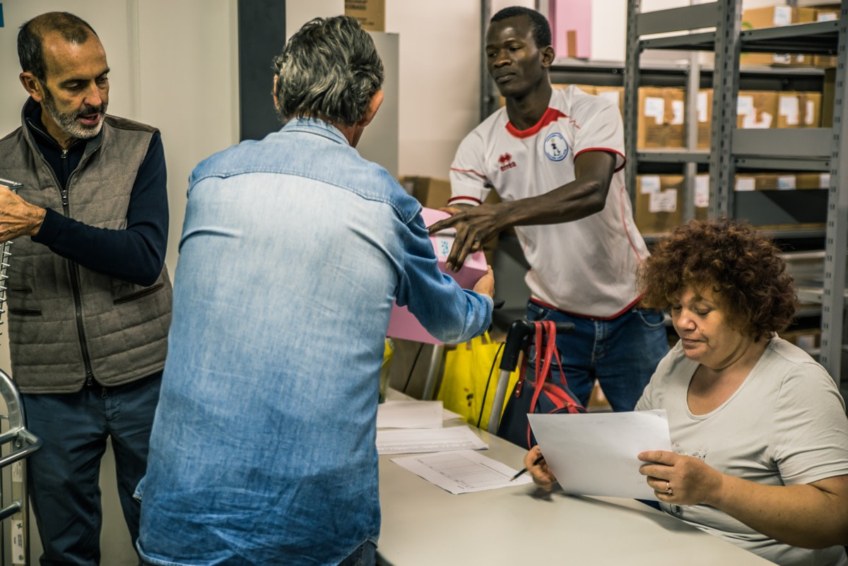 Raccolta e distribuzione alimenti per i più bisognosi - Banco di Solidarietà di Como