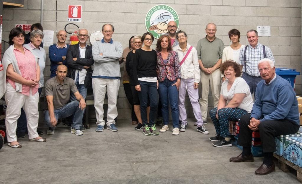 Membri e volontari del Banco di Solidarietà di Como